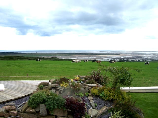 Hen Beudy, beautiful retreat with stunning views.
