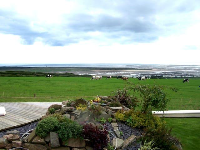 Hen Beudy, beautiful retreat with stunning views.