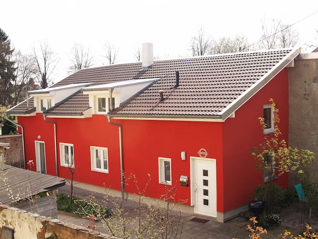 Romantisches 92 qm Hinterhaus in Karlsruhe - คาร์ลสรูห์ - บ้าน
