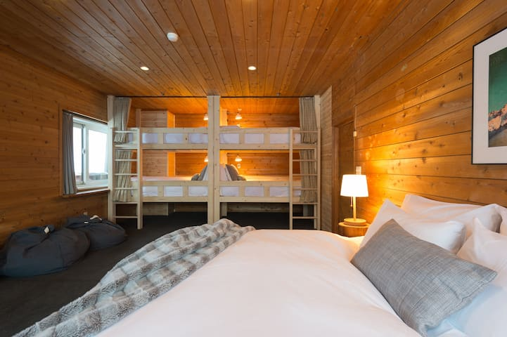 Moiwa Lodge - private 6 bed Family Room with ensuite at the base of mountain - 100m from ski lifts