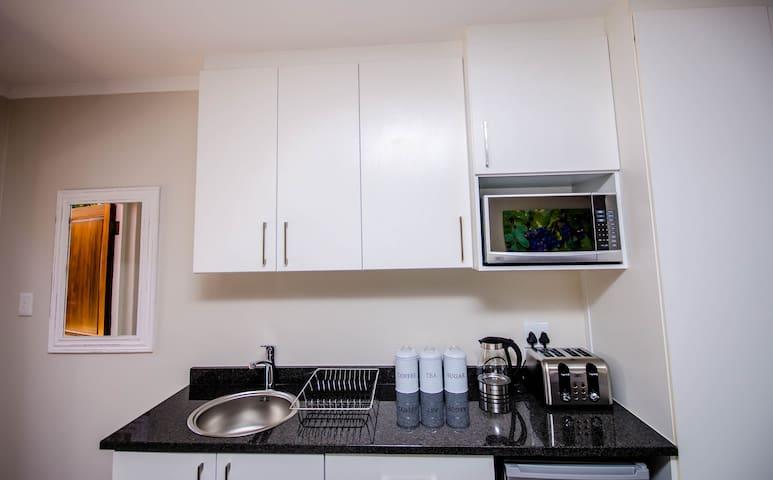 Aviva Accommodation - Cape Winelands Kitchenette (no stove)