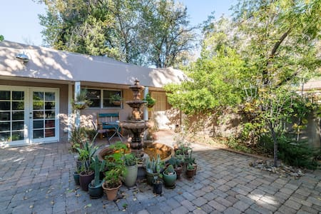 Casita Serena -Peaceful Fountain Oasis w/ parking