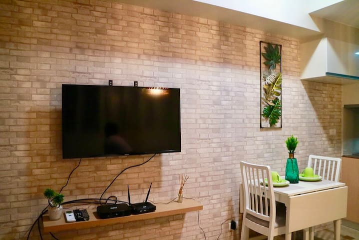 43 inch Smart TV with Cable Connection and Free Access to Netflix