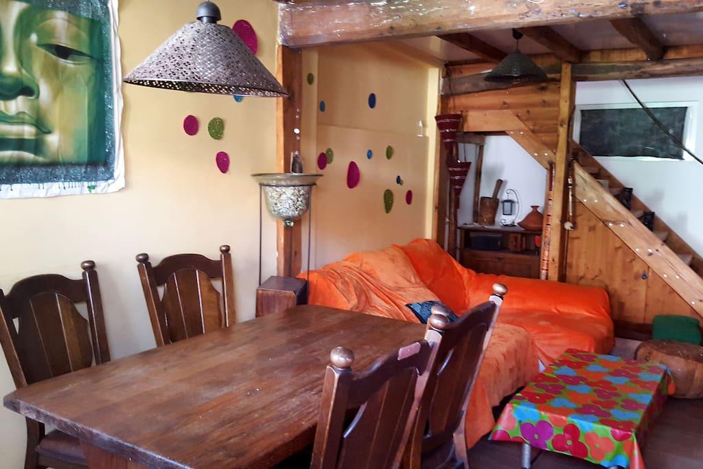 Salón comedor con sofa. (zona común)