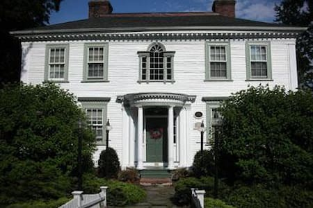 Daniel Stebbins House B&B - South Hadley - Bed & Breakfast