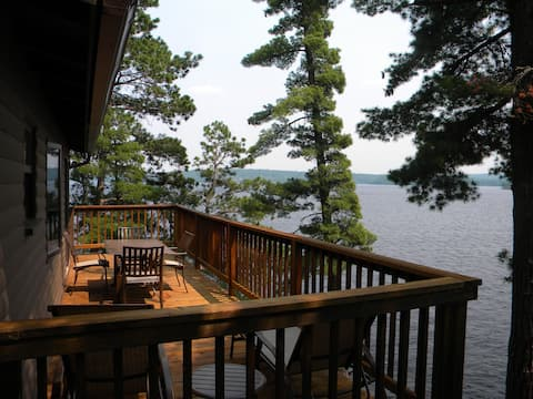 Cabin on the rock with Eagle views of Crane Lake.
