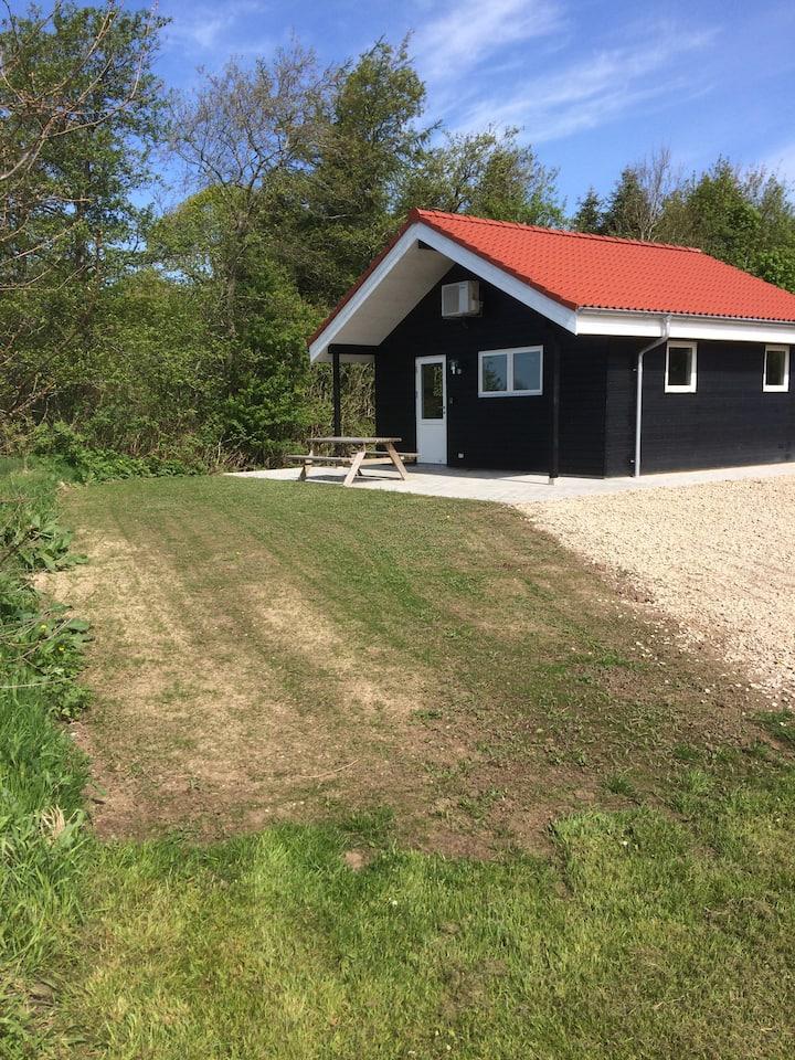 Nybygget 4-personshytte i landlige omgivelser