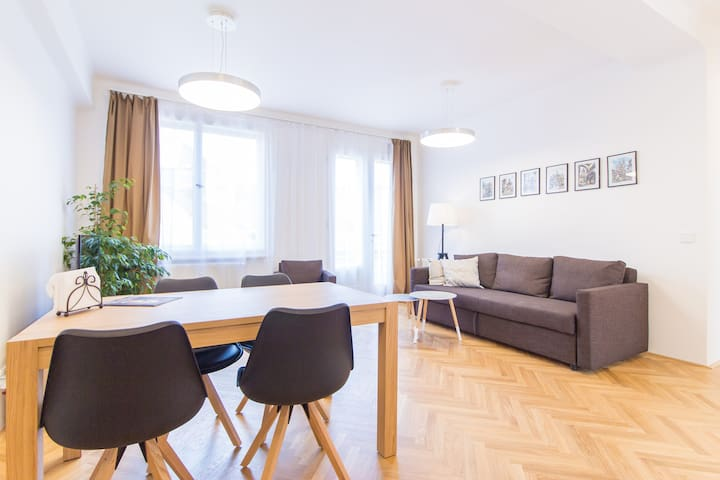Apartment 2 bedrooms and terraces Charles Bridge