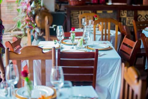 Hôtel-boutique africaine,verdure culture&café
