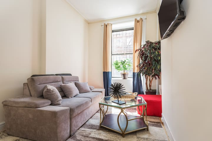Large Full Floor Apartment in Heart of Times Sqr!!