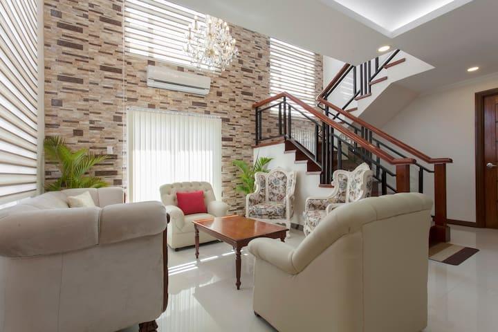 Casa Bienvenida in breezy Tagaytay City/NeflixWiFi