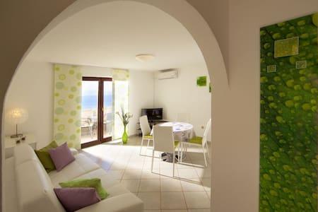 Apartment White Oleander