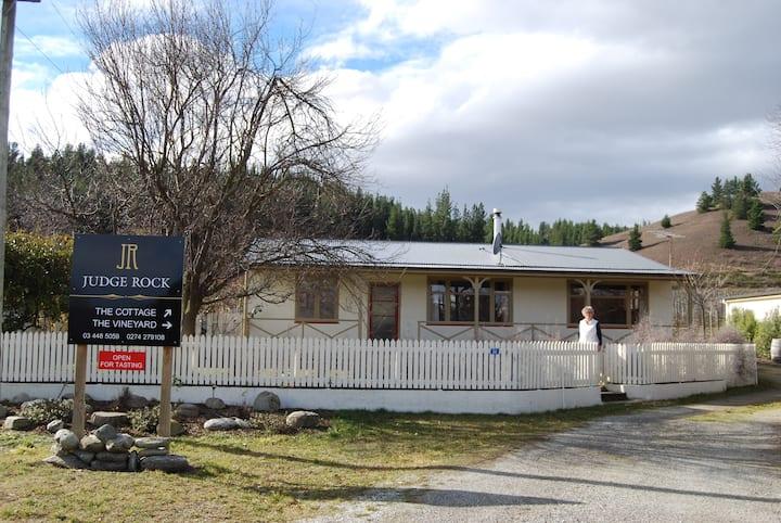 Central Otago Vineyard Cottage