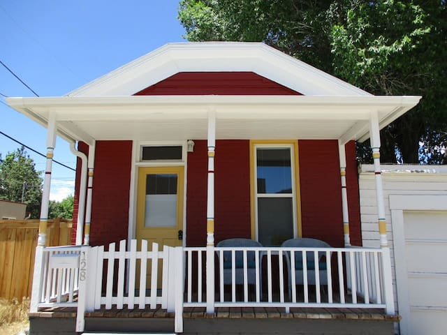 La Casita- Adorable Downtown Salida House!