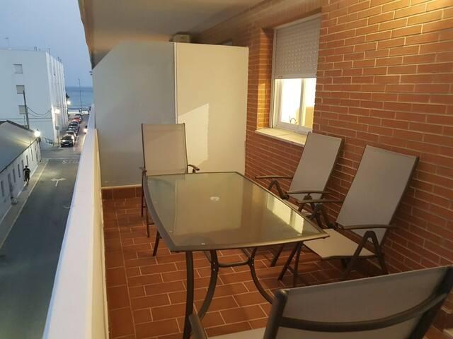 Apartamento nuevo con gran terraza. Zona tranquila