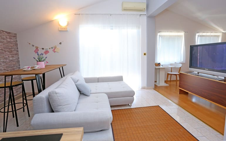 Apartman Grey with swimming pool ,free parking