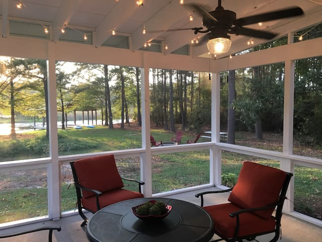 Lake Seminole rental with boat house Wi-Fi