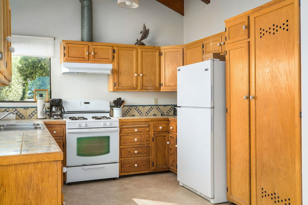 Kitchen, gas oven/stove
