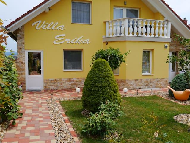 Villa-Erika Apartman hévízi panorámával