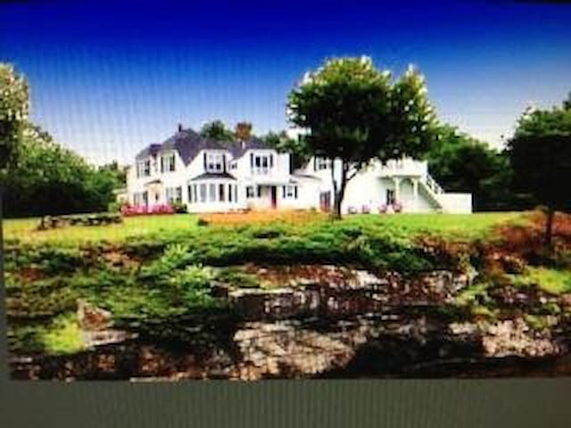 SPECTACULAR WATER VIEWS ON 800 feet of DEEPWATER - Wiscasset - Apartment