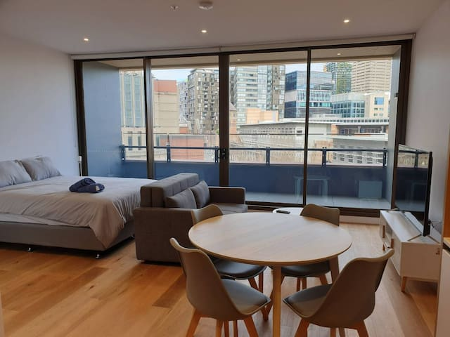 Modern Apartment in Darling Harbour Sydney CBD