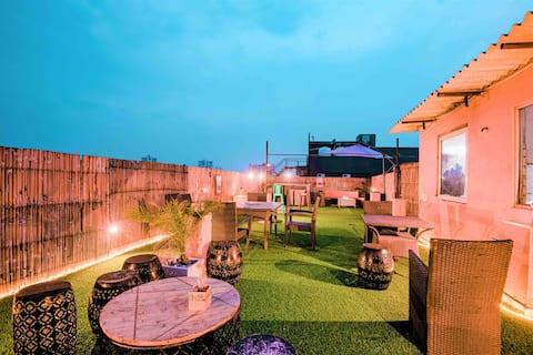 4.Pvt terrace garden 3bhk by INSTAY