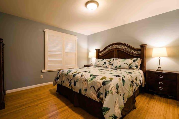 Master Bedroom— King bed