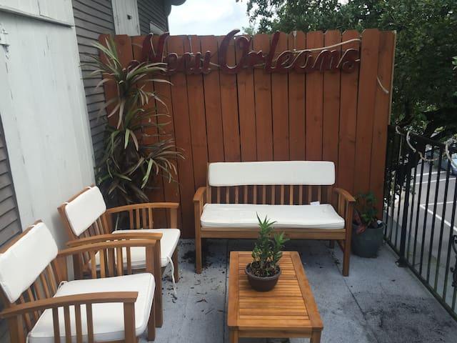 Conveniently located 2 bedroom condo - New Orleans - Condominium