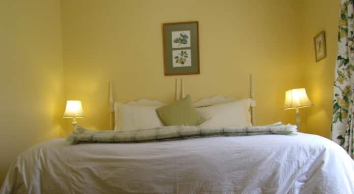 BUTTERCUP Suite at High Hopes Guest House