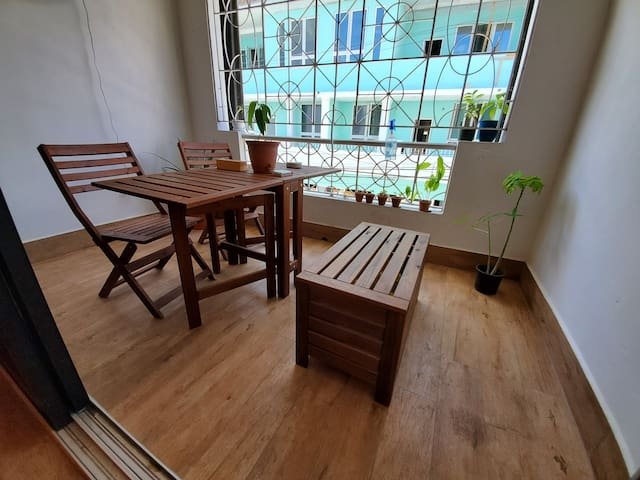 Queen Bed & Balcony in Trendy Art District