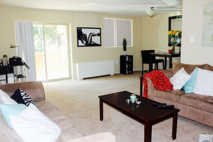 Cozy Apartment Minutes from Center City!