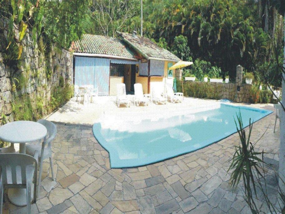 piscina e bar de piscina