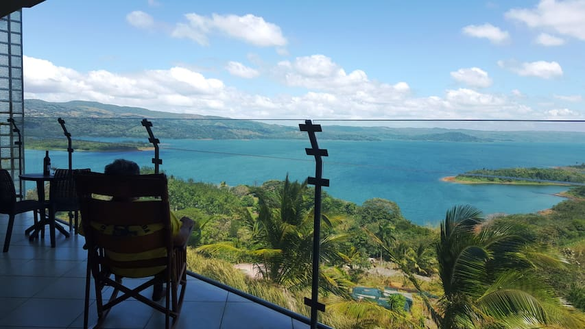 LAKE ARENAL VIEWS NEW CONDO 1B/1 B FULL KITCHEN - Nuevo Arenal - Daire