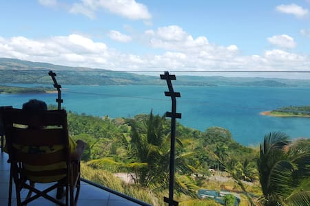 LAKE ARENAL VIEWS NEW CONDO 1B/1 B FULL KITCHEN - Nuevo Arenal - Pis