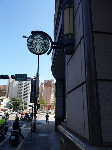 街角就有Starbucks