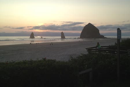 Gram's Beach House - Cannon Beach - Casa