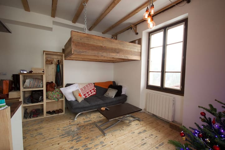 Cabin bed and 'snug area'