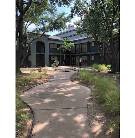 Spacious and quiet 2 bedroom near the galleria