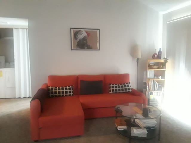 Cozy Charlotte room avail for short & long term