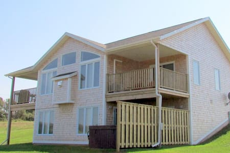 Captain's Lookout with Water View - Green Gables - Cabaña