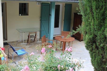 Foix, gite, très calme, 5' à pied du centre ville - Appartement