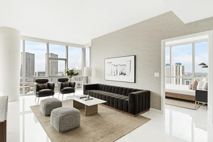 Downtown High Rise - 4 Bedroom City View