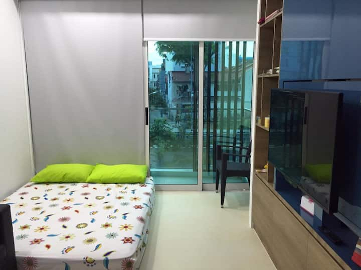 Whole Condo Unit for 5pax ( Infront Aljunied MRT)