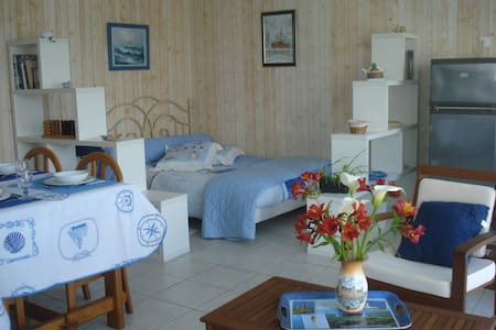 Jolie petite maisonnette à 200 m de la plage - Loctudy