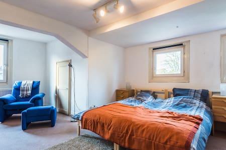 Großzügige zentrale3 Zimmer Whg. - Lägenhet