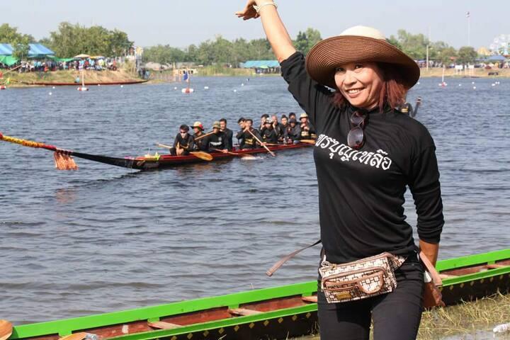 Sam Rit long boat team