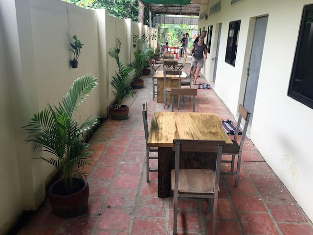 Room with lovely outdoor space and friendly host - Krong Battambang - Pensió