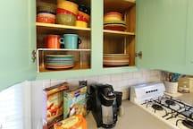 Complete dinnerware sets