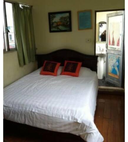 Comfy, convenient room, bathroom, bedroom