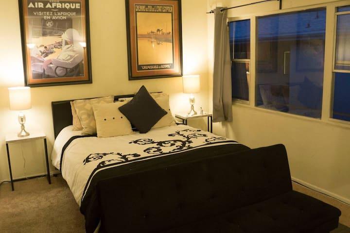Beautiful 2 Bedroom Near UCLA and Santa Monica